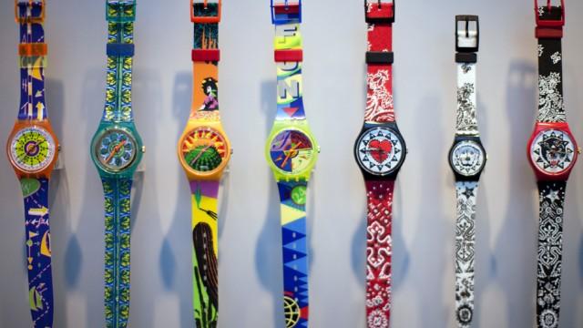 Die Aktien Swatch Group haben seit Mitte Dezember 20% gewonnen: Swatch-Uhren an einer Pressekonferen