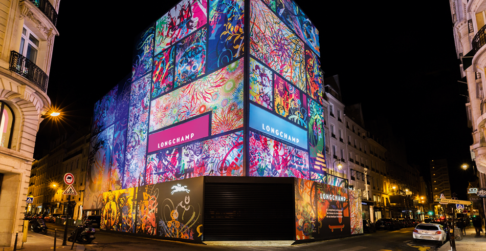 Während der Renovation der Boutique Longchamp an der Rue Saint-Honoré in Paris hat der Künstler R