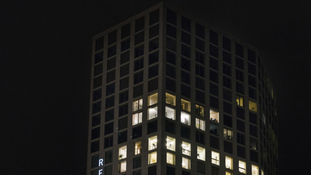 Mobimo bezahlt die Übernahme zum Teil mit Aktien: Der Mobimo Tower in Zürich.