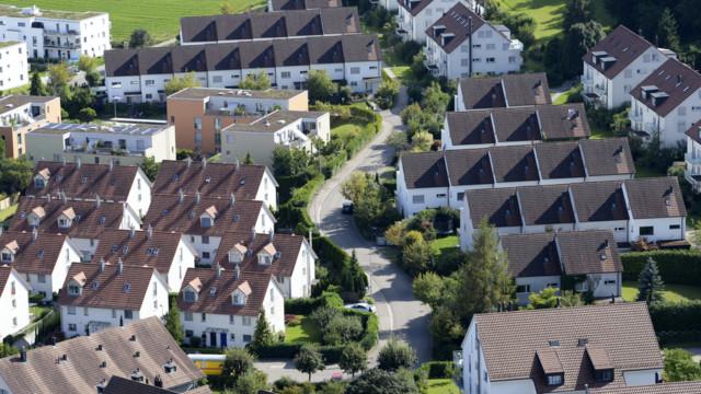 Der erneute Rückgang wurde laut der Mitteilung durch die Abkühlung des Eigenheimmarktes und gleich