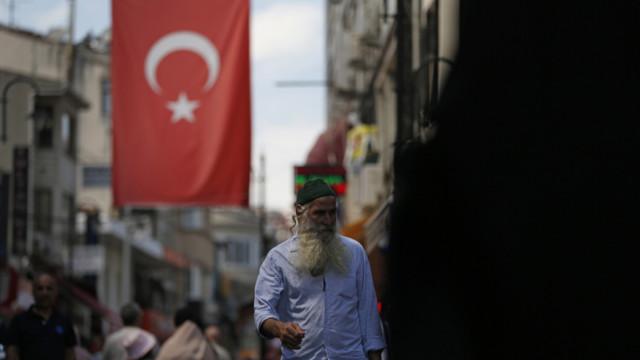 Die türkische Lira hat seit Jahresbeginn im Vergleich zum Dollar fast 40% verloren.