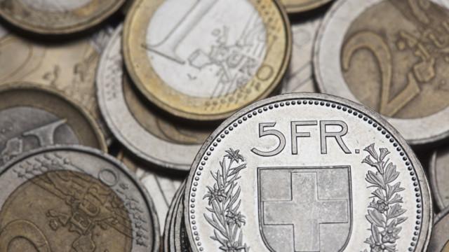 Einige Schweizer Unternehmen leiden tendenziell unter einem schwächeren Euro zum Franken.