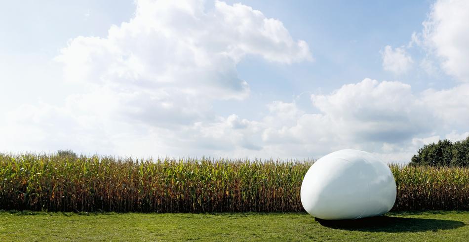 Blob VB3, der Belgischen Architekten DMVA, 2009. Das Wohn-Ei enthält von der Nasszelle über Bett u