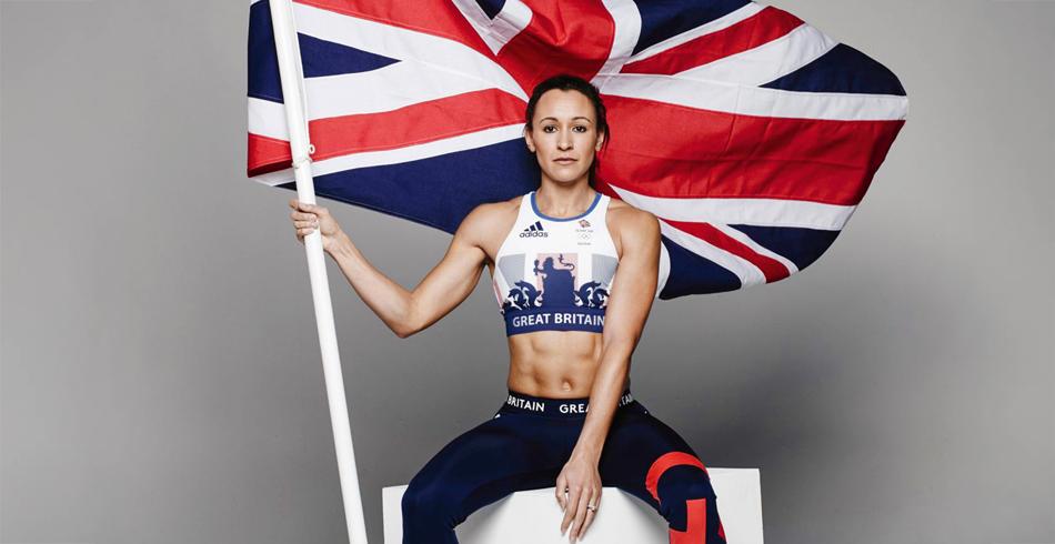 Zeitgenössisch interpretiertes Wappen von Modedesignerin Stella McCartney am Outfit des britischen