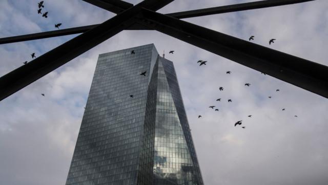 Die EZB will die Leitzinsen bis über den Sommer 2019 auf dem Rekordtief halten.
