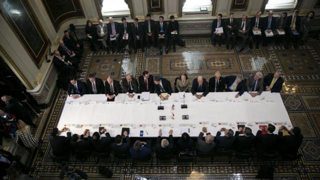 Repräsentanten der USA und aus China am 21. März im Eisenhower Executive Office Building in Washin