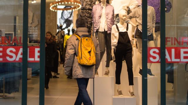 Der stationäre Handel im Bekleidungssektor lockt immer weniger Käufer an.