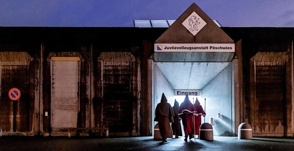 Samichlaus im Gefängnis  1. Preis in der Kategorie «Alltag»:   Die Chläuse der St.Nikolau