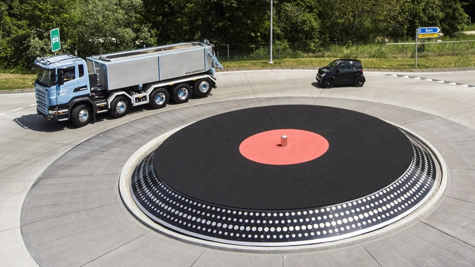 Ein wahrer Hit: In den sozialen Medien geht das Bild des neuen Kreisverkehrs im Look einer Vinylplat