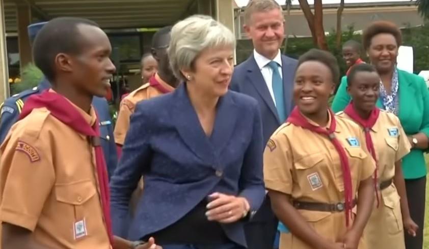 Für Schlagzeilen sorgte auch ihr Tänzchen am Ende ihrer Afrikareise. Hier zum Video