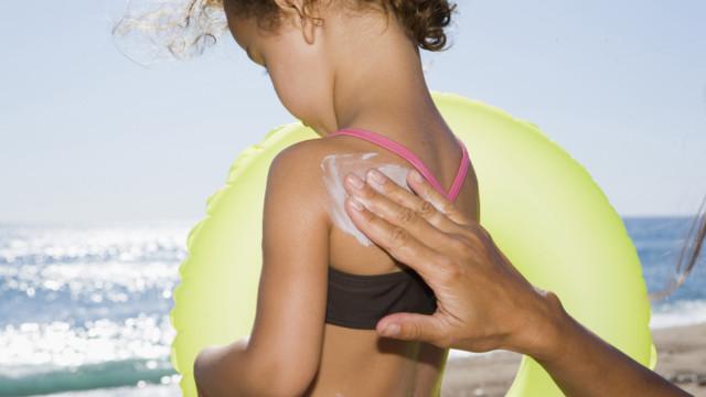 Der Schweizer Nahrungsmittelkonzern Nestlé trennt sich von der Sparte Hautpflegeprodukte.