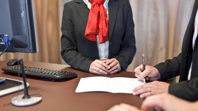Obwohl es beträchtliche Unterschiede bei der Entlöhnung von weiblichen und männlichen Bankangeste