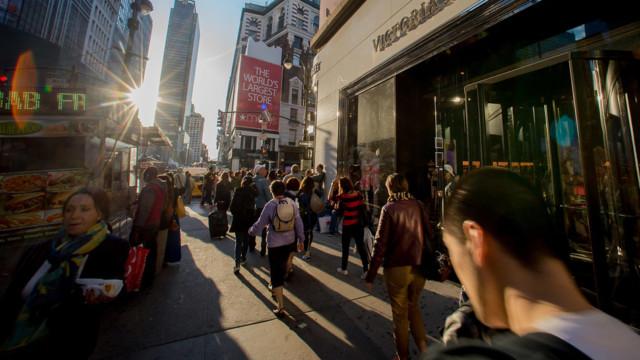 Die befragten US-Verbraucher schätzten ihre gegenwärtige Lage und auch die Aussichten ungünstiger