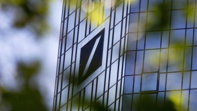 Die Deutsche Bank wolle den Plan bei der Bekanntgabe der Halbjahresergebnisse Ende Juli vorstellen.
