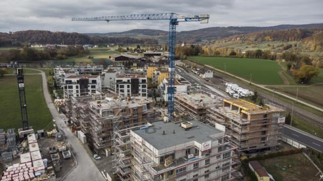 Wohnbauten im Grünen entsprechen nicht immer dem Bedarf (Bild Weiach ZH).
