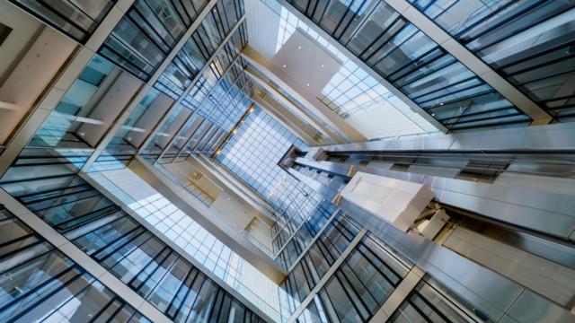 Im Hauptgebäude von ThyssenKrupp in Essen werden Mitarbeiter und Besucher natürlich durch Technik
